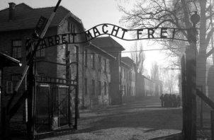 Entrada del campo de exterminio nazi de Auschwitz. Foto: Archivo. EFE