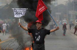 Protestas para exigir la renuncia del presidente de Honduras, Juan Orlando Hernández, en Tegucigalpa. Foto: EFE.