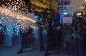 Hong Kong ha estado envuelto en protestas desde principios de junio , al principio para oponerse al proyecto de ley de extradición ahora suspendido que habría permitido a Hong Kong enviar sospechosos a China continental. FOTO/AP