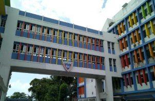 La fachada del Hospital del Niño se mantiene con colores vivos haciendo referencia  a la llegada y atención de niños al lugar. Foto: Panamá América