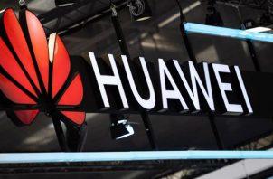 ACODECO sugirió a Huawei habilitar una línea de comunicación directa para que sus clientes puedan obtener respuestas a las inquietudes o dudas. Foto/Efe