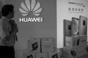 Una tienda de Huawei en Pekín, China. Foto: EFE.