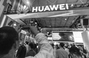 Un puesto de Huawei, la cual fue vetada por Google, tras la decisión de Donald Trump. Foto: EFE.