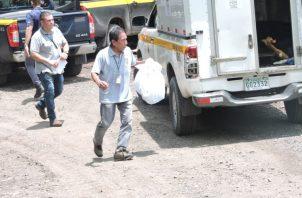 Los huesos fueron ubicados por unidades policiales, en un precipicio, en la vía que va hacia la comunidad. Foto: Landro Ortiz.