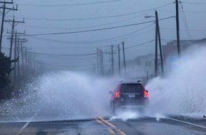 La tormenta se había alejado de la Outer Banks y se dirigía hacia la Bahía de Chesapeake, un estuario que divide los estados de Virginia y Maryland.