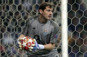 Iker Casillas, que cumplirá 38 años el próximo 20 de mayo, vive su cuarta temporada en el Oporto. Foto AP