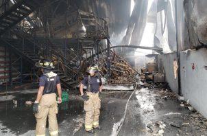 Los bomberos tuvieron una ardua labor. Foto de cortesía