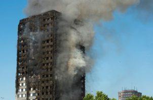 Pasadas las doce y media de la noche del 14 de junio de 2017 un fuego empezó en la cocina de uno de los pisos y se extendió rápidamente por todo el edificio, dejando atrapadas a numerosas personas.