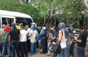 25 nicaragüenses querían entrar como peregrinos, pero fueron detenidos en Paso Canoas. Foto: Panamá América.