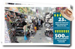 Algunos centros comerciales son centros de catequesis y otros tienen puesto de información para los peregrinos.