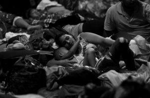La insalubridad e inseguridad son evidentes porque duermen en lugares no aptos para sus pequeños.