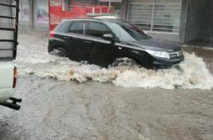 Comercios de David se han visto afectados por desborde de agua.