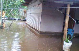 Las inundaciones además del daño al acueducto  afectaron varias casas.