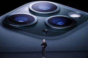 Apple, la compañía que dirige Tim Cook, lanza nuevos modelos de iPhone, con mejor cámara.