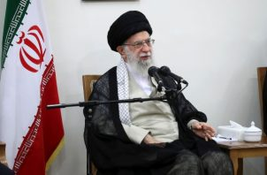 Ayatolá Ali Khamenei, durante una reunión para tratar el tema de las sanciones de EE.UU. FOTO/AP