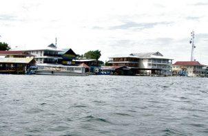 La falta de agua potable afecta el desarrollo del sector turismo en Isla Colón. Foto/Archivo