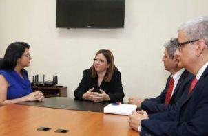 Los médicos panameños becados se reunieron con la ministra Rosario Turner y con el Embajador de Israel en Panamá, Reda Mansour.