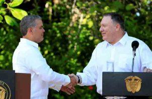 El presidente de Colombia, Iván Duque (i), y el secretario de Estado de Estados Unidos, Mike Pompeo,  aseguran que trabajarán contra el narcotráfico y para defender la democracia. FOTO/EFE