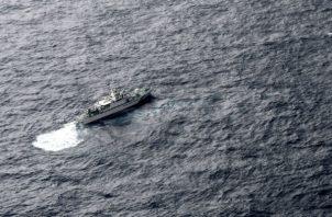 Vista del barco de la Guardia Costera de Japón en el mar durante una operación de búsqueda. AP