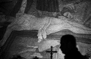 Mural de la Iglesia Santo Sepulcro en Jerusalén. Si lográramos imitar a Jesús en todo, nos permitiría no ser títeres de nadie. Foto: EFE.