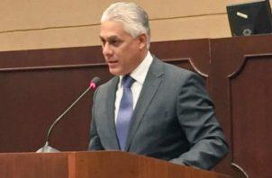 González agradeció a los diputados el debate que llevó a su ratificación.  Asamblea