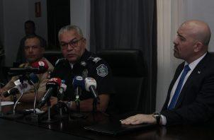 El director de la Policía Nacional, Jorge Miranda (centro), brindó detalles del informe de los primeros 60 días de Gobierno. Foto Víctor Arosemena