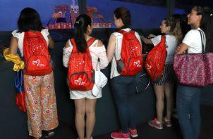 En promedio, alrededor de 2,500 a 3,000 personas visitan los centros de visitantes a diario, y cerca de un millón lo hacen cada año.
