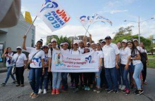 Los jóvenes realizaron una caminata desde la UTP hasta la Usma. Foto/Cortesía
