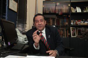 El expresidente del Colegio Nacional de Abogados, José Alberto Álvarez plantea la necesidad de una constituyente.
