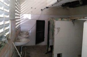 Parte de las estructuras deterioradas del Moscote, que se encuentran clausuradas por seguridad. Foto de archivo