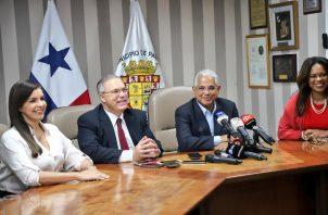 Equipo de José Luis Fábrega en reunión de transición.