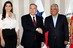 José Luis Fabrega (centro) quiere poner orden en la Alcaldía que heredó de José Isabel Blandón.