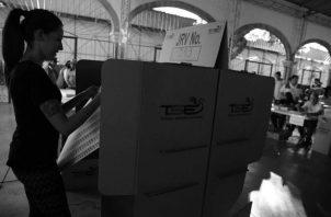 Según el padrón electoral final, 56 mil 62 jóvenes votarán por primera vez en las elecciones del próximo 5 de mayo. Foto Archivo.