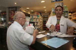 El administrador de la Acodeco, Oscar García Cardoze, destacó que la fiscalización del cumplimiento de los beneficios requiere del apoyo de esta población en reportar las anomalías. Foto/Archivo