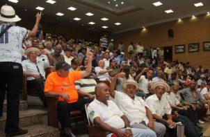 Los jubilados y pensionados han advertido que tomarán acciones para exigir al presidente Juan Carlos Varela que sancione el proyecto de aumento a sus pensiones.
