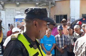 Policías impidieron la protesta de los jubilados el 2 de enero. Víctor Arosemena