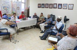 Asociaciones relacionadas con grupos de adultos mayores se reunieron para afinar detalles sobre los Juegos Regionales de la Tercera Edad.