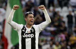 Ronaldo festeja el título de la Juventus. Foto:AP