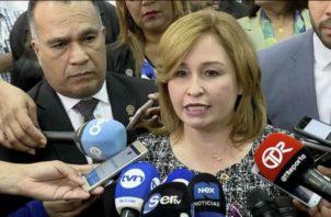 Cuestionan a la procuradora Kenia Porcell  y el secretario general Rolando Rodríguez.