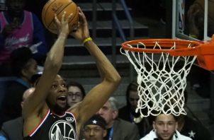 Kevin Durant anota una canasta en el Juegos de las Estrellas de la NBA. Foto:AP