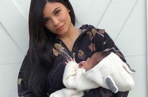 Kylie Jenner y la pequeña Stormi. Foto: CiberCuba