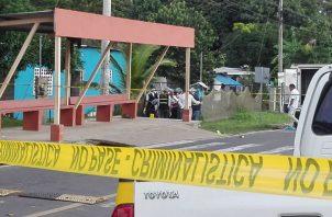 De La Cruz, caminaba por la acera cuando fue interceptado por un sujeto, el cual le disparó en La Chorrera.