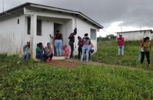 Las familias en Loma de Mastranto, en La Chorrera, permanecen en el sitio en vigilia.
