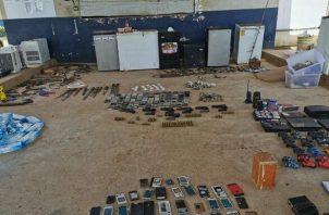 Refrigeradoras, consolas de videojuegos, armas de fuego y drogas fueron decomisados durante una requisa en La Joyita.