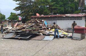Se demolieron algunas de las viviendas de zinc, madera y cartón. Foto: Diómedes Sánchez.