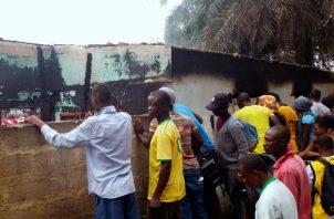 Los cuerpos, que pertenecen a alumnos de 5 a 17 años aún por identificar, han sido llevados a la morgue, mientras se investigan las causas del incendio. FOTO/AP