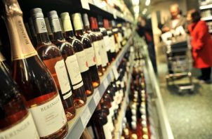 Tiendas y distribuidoras de bebidas alcohólica deben suspender la venta. Foto: Archivo