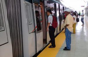 Aquellos pasajeros que requieran usar ambas línea del metro, tendrán que pagar 85 centavos. Foto de Francisco Paz