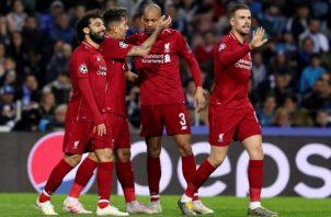 Jugadores de Liverpool festejan. EFE