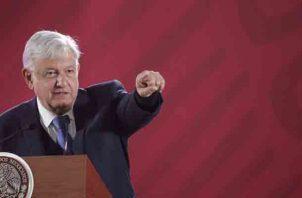 El 8 de abril, López Obrador garantizó protección a los exmandatarios Vicente Fox y Felipe Calderón, ambos del derechista Partido Acción Nacional (PAN), pese a los recortes presupuestarios y a una disminución de la plantilla de escoltas.